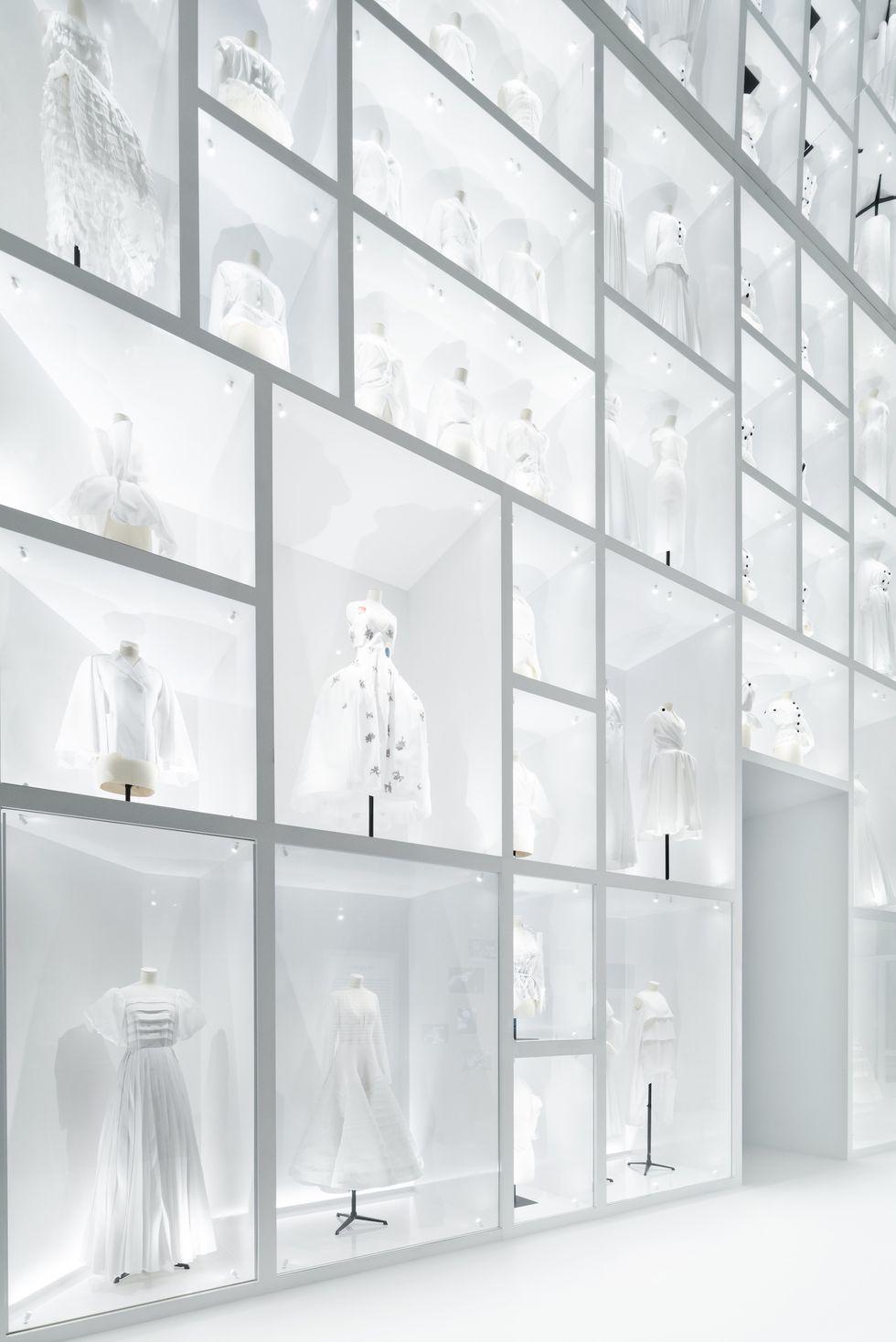 """Những """"thiết kế giấc mơ"""" của Dior được trưng bày lộng lẫy trước công chúng - 3"""