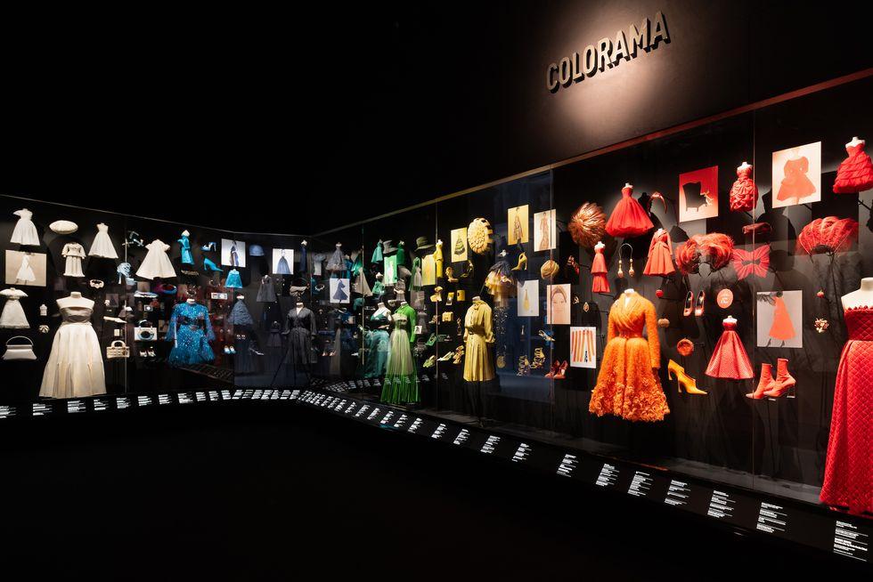 """Những """"thiết kế giấc mơ"""" của Dior được trưng bày lộng lẫy trước công chúng - 5"""
