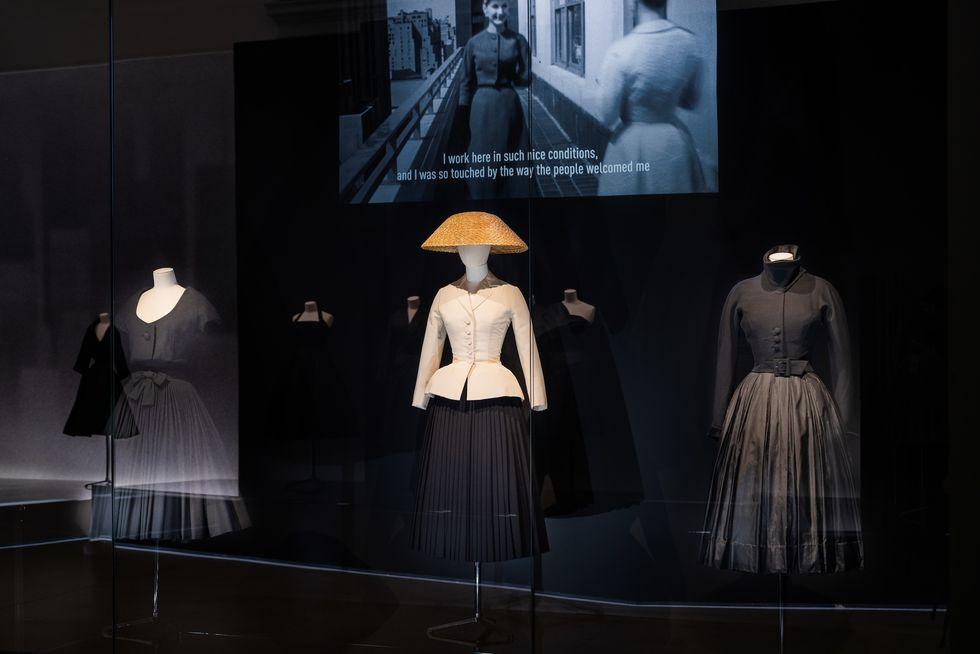 """Những """"thiết kế giấc mơ"""" của Dior được trưng bày lộng lẫy trước công chúng - 6"""