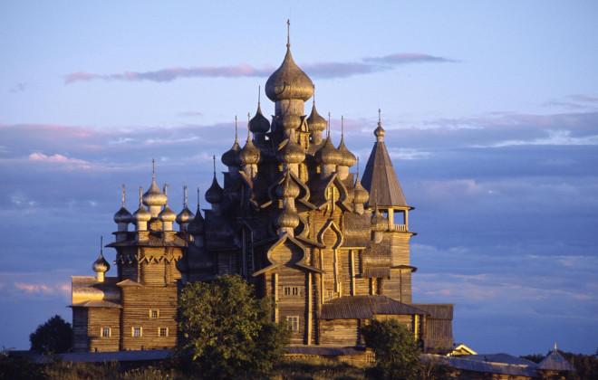 Nhà thờ gỗ hơn 300 năm tuổi xây dựng mà không dùng tới đinh sắt - 1