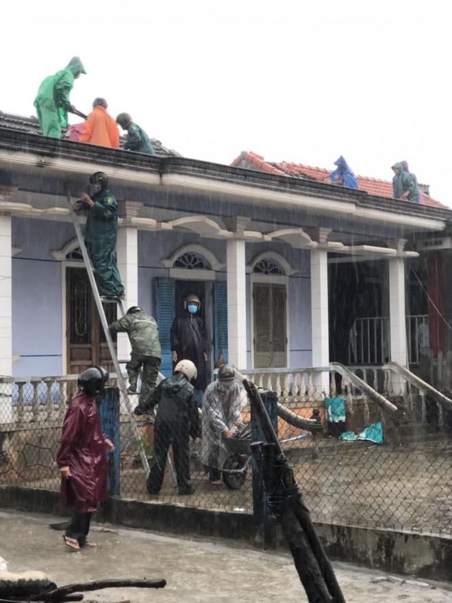 Bão số 5 chưa đổ bộ, nhiều nhà ở Thừa Thiên - Huế đã tốc mái - 3