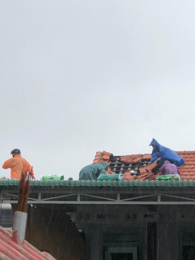 Bão số 5 chưa đổ bộ, nhiều nhà ở Thừa Thiên - Huế đã tốc mái - 4
