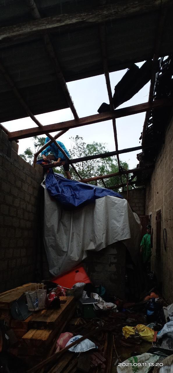 Bão số 5 chưa đổ bộ, nhiều nhà ở Thừa Thiên - Huế đã tốc mái - 2