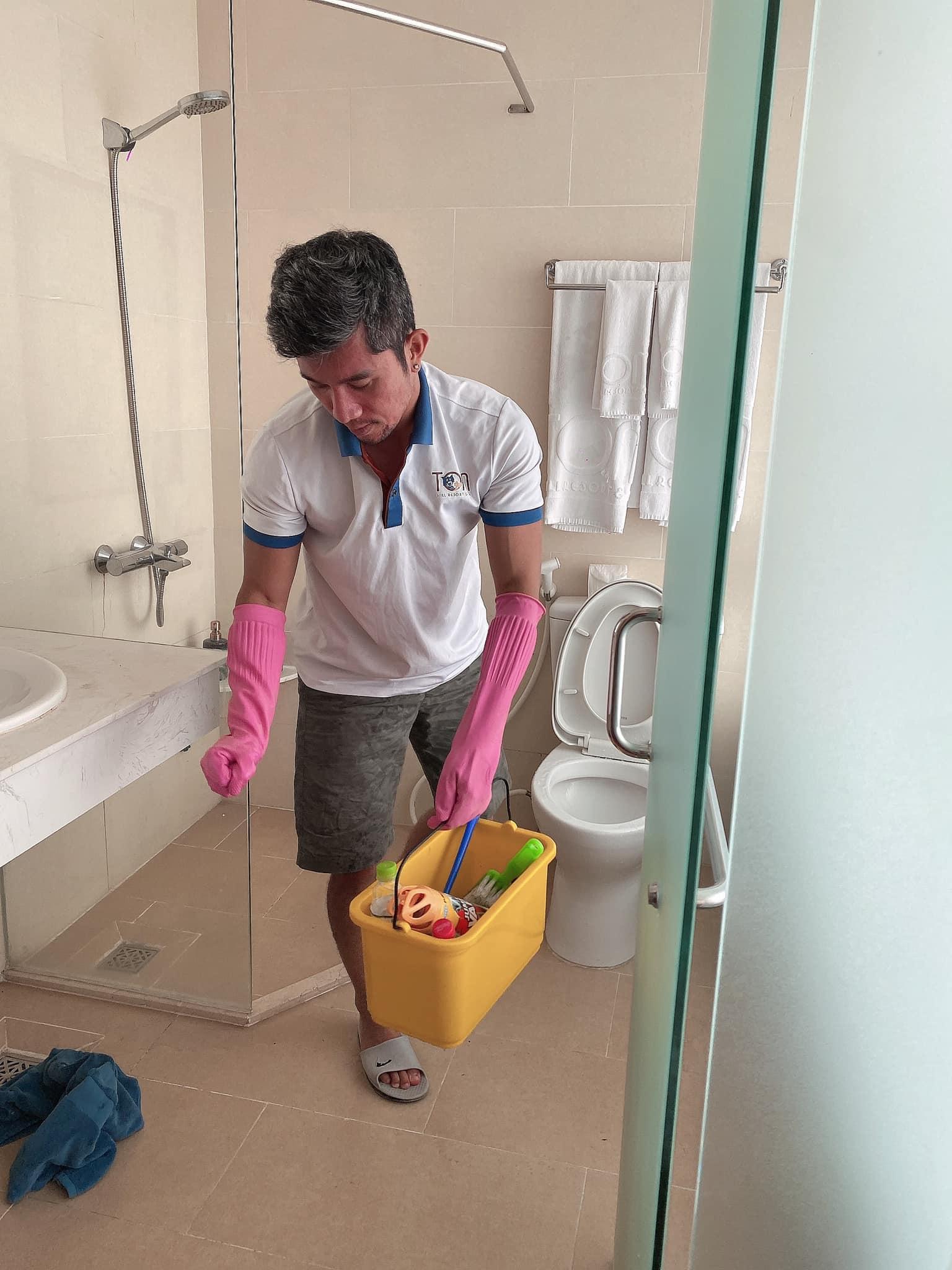 Lương Bằng Quang làm bảo vệ, cọ toilet kiếm sống ở Phú Quốc - 3