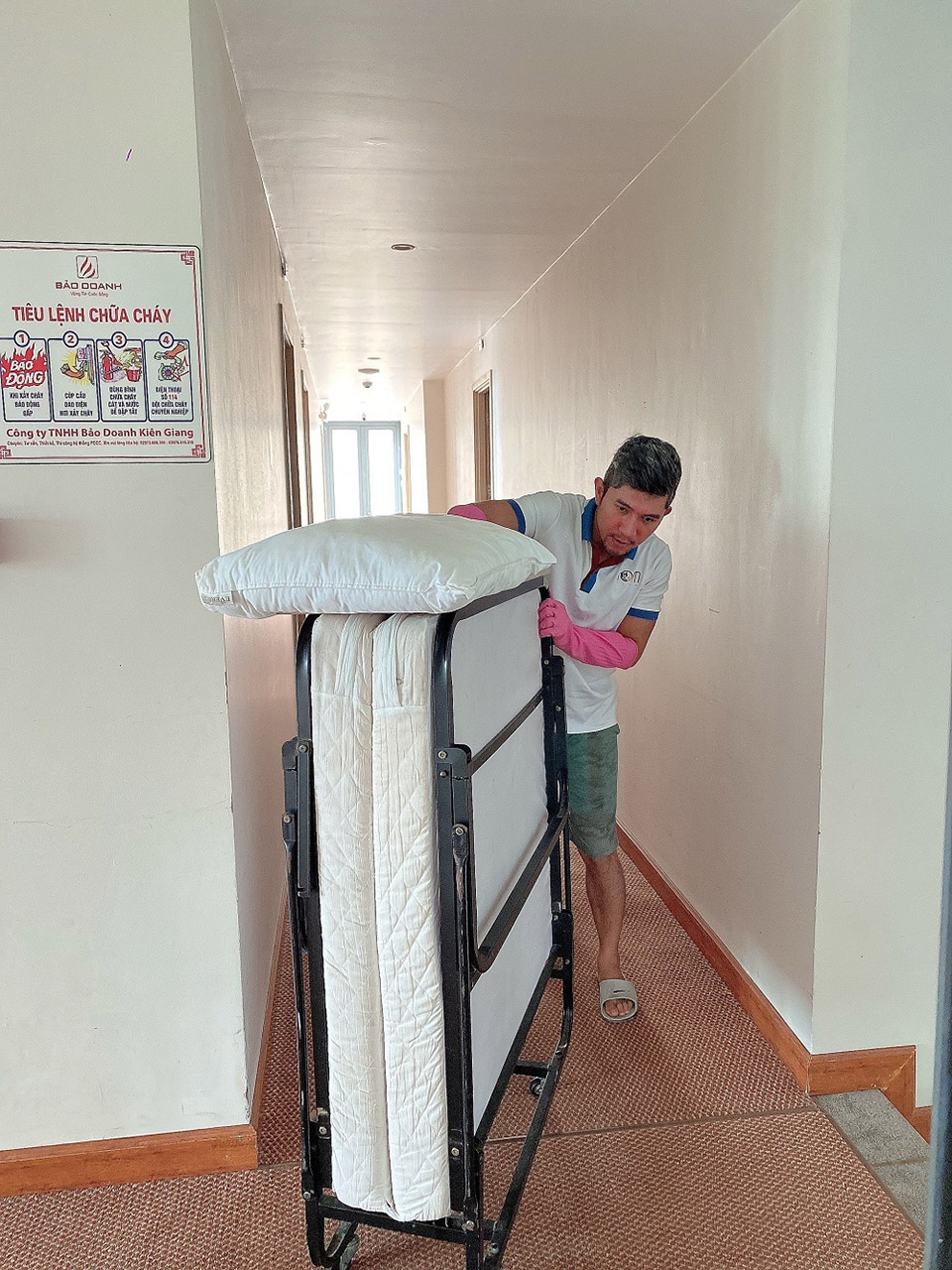 Lương Bằng Quang làm bảo vệ, cọ toilet kiếm sống ở Phú Quốc - 4