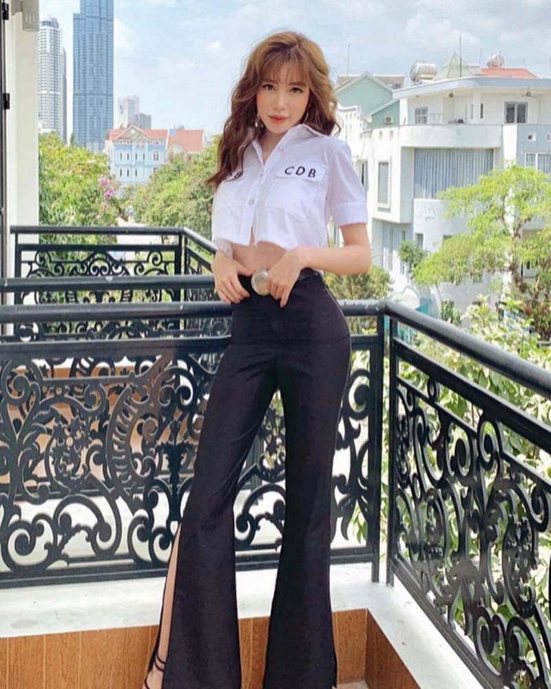 Elly Trần quyến rũ với sơ mi trắng - 6