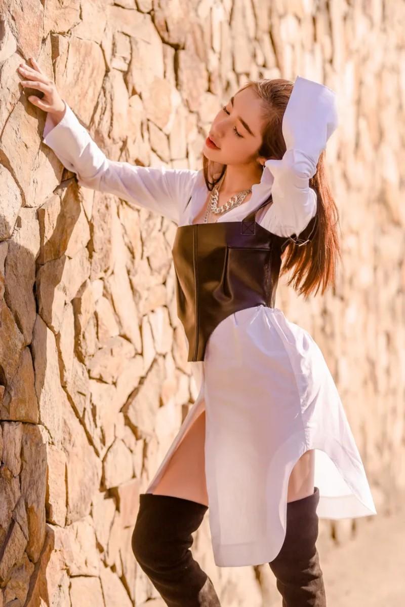 Elly Trần quyến rũ với sơ mi trắng - 4