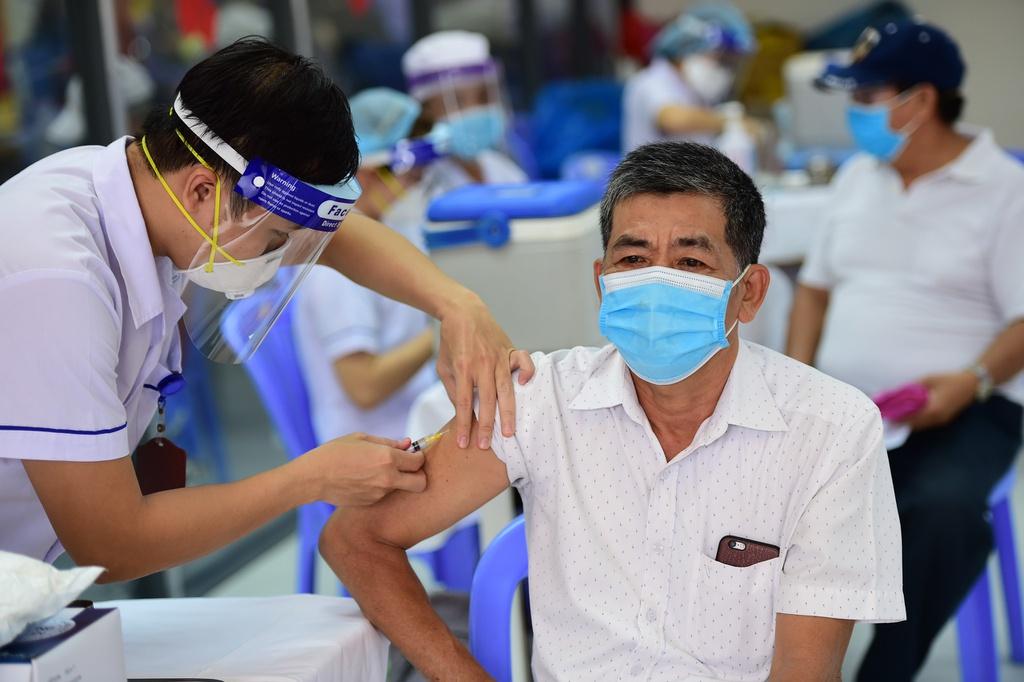 Nguy cơ tử vong do COVID-19 cao gấp 11 lần ở người chưa tiêm vắc-xin - 1
