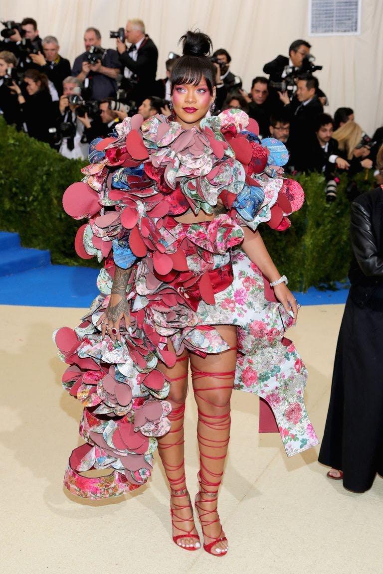 Trang phục Met Gala ấn tượng qua các năm - 8