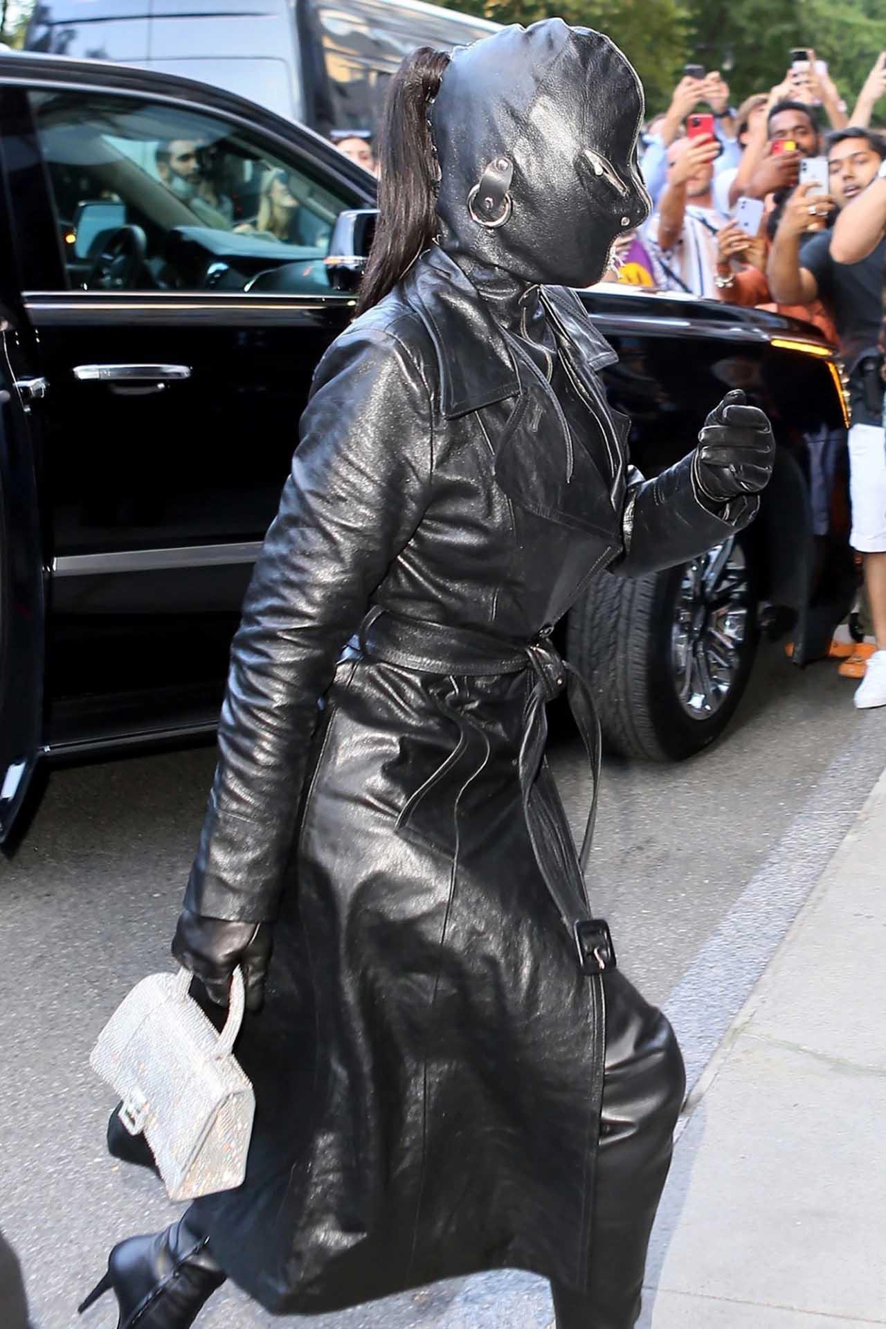 """Kim Kardashian chuộng trang phục kín mít toàn thân, bị ví như """"túi đựng rác"""" - 3"""