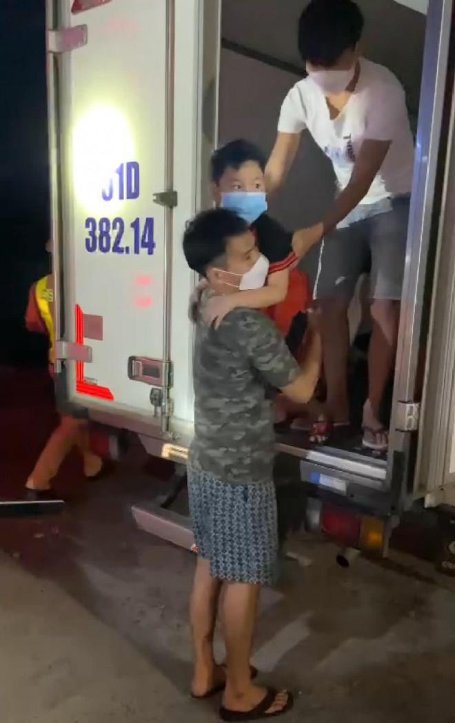 """Bình Thuận đưa 15 người """"ngồi thùng xe đông lạnh né chốt"""" về quê - 4"""