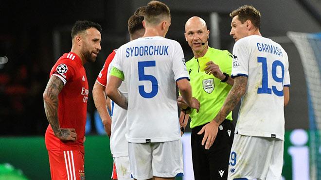 Trọng tài người hùng EURO mắc sai lầm nghiêm trọng ở cúp C1, fan đòi đuổi việc - 4