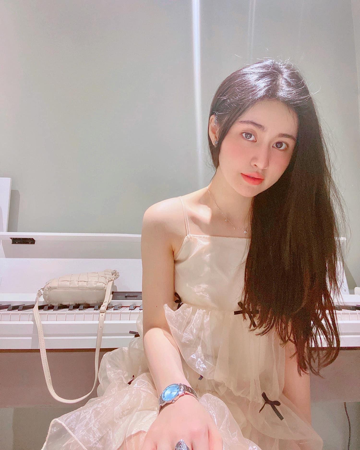"""Nữ sinh Kinh tế thi Hoa hậu Hoàn vũ Việt Nam có số đo vòng 2 """"hiếm có khó tìm"""" - 11"""