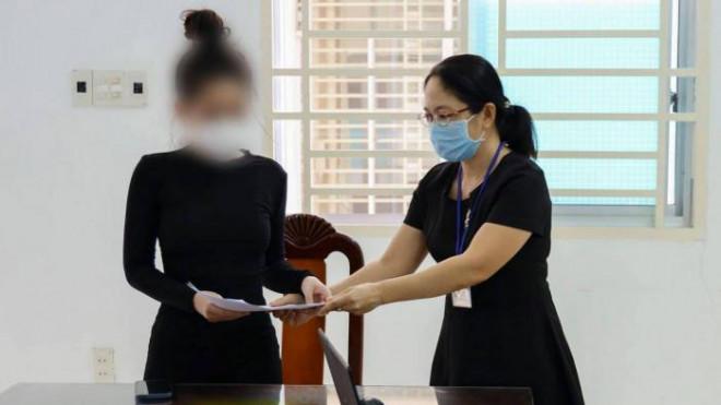 """Bị phạt 7,5 triệu đồng vì khoe được tiêm vaccine nhờ """"ba chồng quyền lực"""" - 1"""