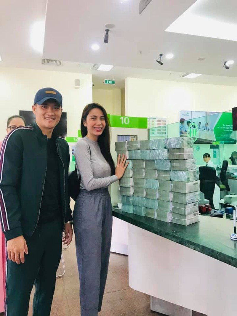 Công Vinh, Thủy Tiên livestream 18.000 trang sao kê hơn 181 tỷ từ thiện miền Trung - 7