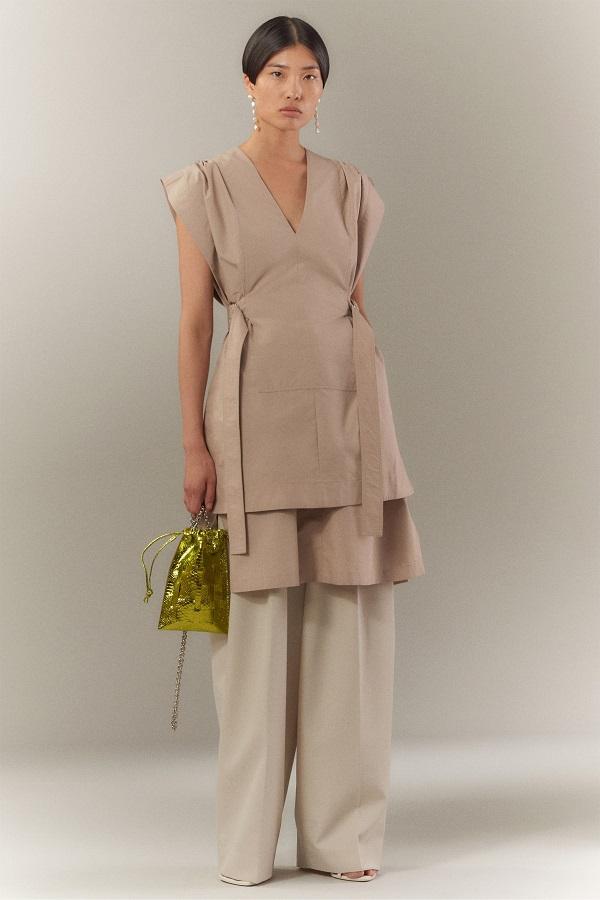 Váy bên ngoài quần: Xu hướng Y2K nổi bật mùa này - 4