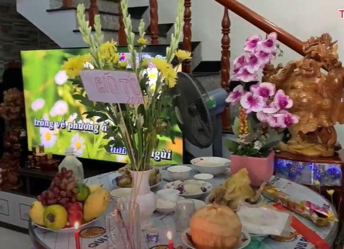 Hoài Lâm chia sẻ hình ảnh cúng Tổ nghiệp tại quê nhà Vĩnh Long