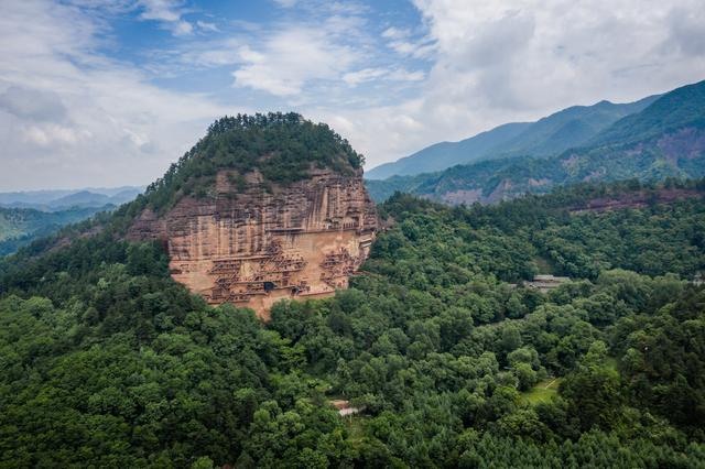 Choáng với hang động hàng nghìn năm tuổi được điêu khắc vào vách núi - 3