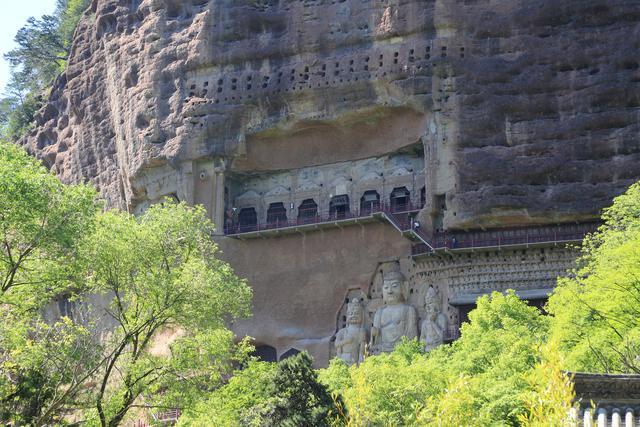 Choáng với hang động hàng nghìn năm tuổi được điêu khắc vào vách núi - 7