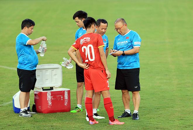HLV Park Hang Seo nói về kết quả bốc thăm AFF Cup: Gặp đội nào cũng khó! - 4