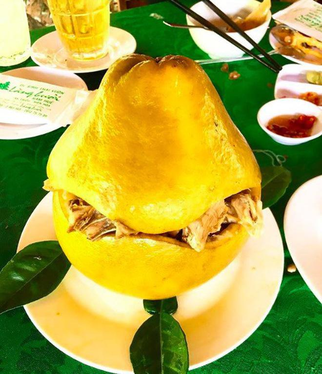 Bắt cả con gà chui tọt vào quả bưởi để làm thành đặc sản nổi tiếng của người Đồng Nai - 2