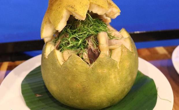 Bắt cả con gà chui tọt vào quả bưởi để làm thành đặc sản nổi tiếng của người Đồng Nai - 4