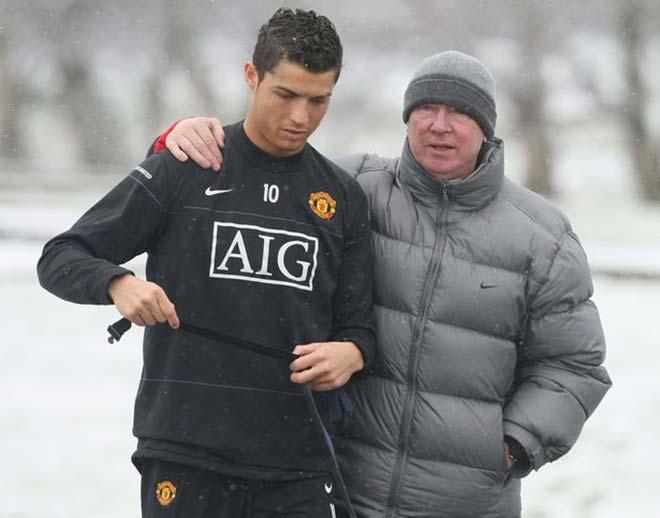Sir Alex ví Ronaldo trở về MU như Hoàng đế La Mã, kể chuyện tập dưới mưa - 1