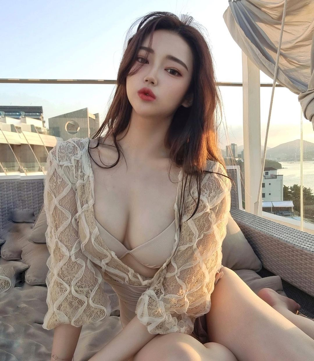 Phái đẹp Hàn Quốc mê mệt kiểu áo tắm giúp gợi cảm gấp bội khi ở dưới nước