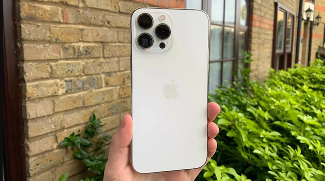 HOT: iPhone 13 Pro Max có thể sạc nhanh tối đa 27W - 1