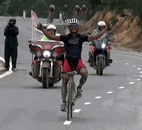 Chặng 7 cuộc đua xe đạp Xuyên Việt: Nguyễn Thành Tâm đoạt áo vàng