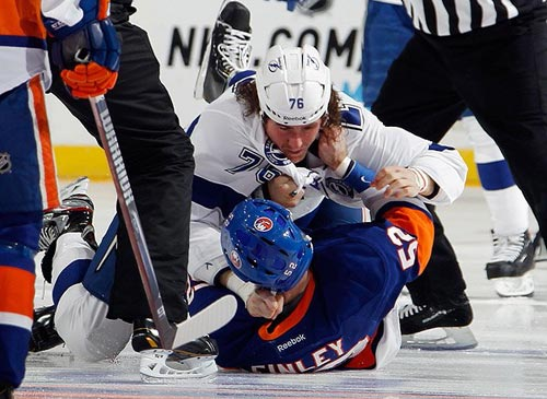 Cho phép VĐV đánh nhau, luật khó tin ở môn hockey