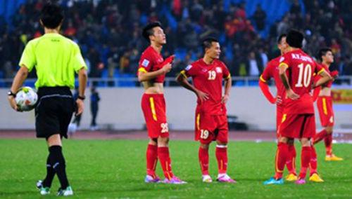 Bình tĩnh nhìn lại trận thua Malaysia