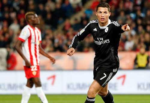 """Ronaldo """"chấp"""" cả bộ 3 nguyên tử của Barca"""