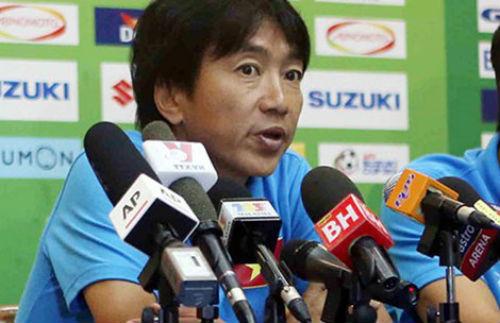 Vấn đề của bóng đá Việt Nam: Ai là HLV trưởng?