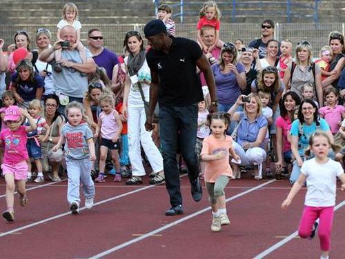 """Usain Bolt: """"Tay chơi"""" có tấm lòng vàng"""