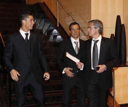 Mourinho xuất sắc nhất, Sir Alex chỉ xếp thứ hai