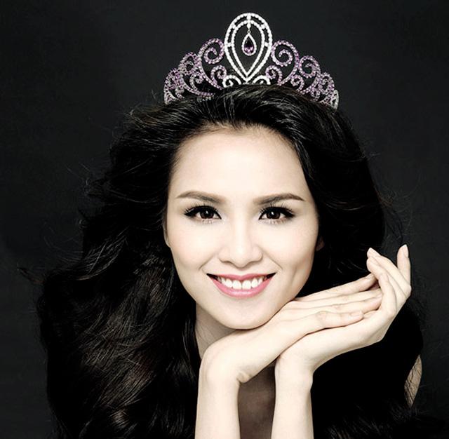 """Hoa hậu Việt và """"bê bối"""" bảng điểm Đại học toàn 0 với 1 - hình ảnh 1"""