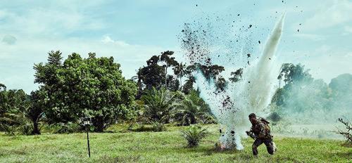 """Trai đẹp đối đầu nghẹt thở trong """"Điệp vụ tam giác vàng"""" - hình ảnh 1"""