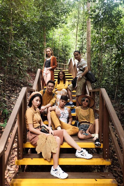 Văn Anh, Tú Vi chơi trội đưa cả đoàn phim du lịch Singapore - hình ảnh 5