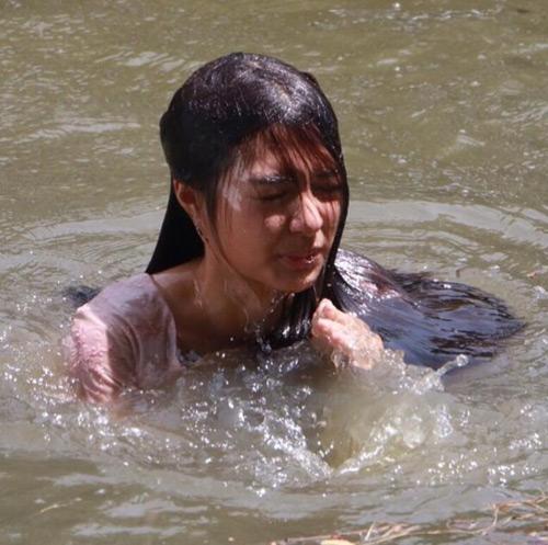 """Bất ngờ với dung nhan của mỹ nhân Thái """"tính đàn ông"""" - hình ảnh 9"""