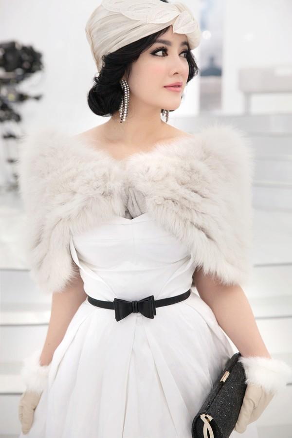 Mê mẩn ngắm mỹ nhân Việt sành điệu với áo lông - hình ảnh 3
