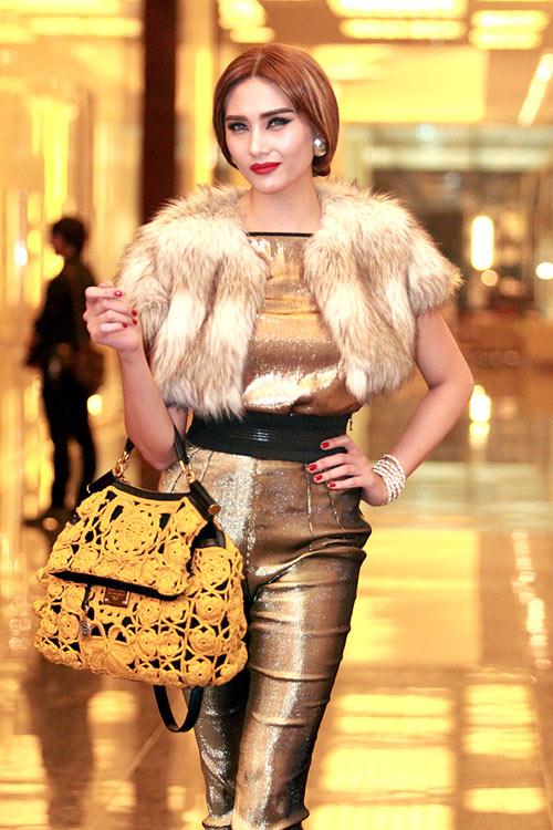 Mê mẩn ngắm mỹ nhân Việt sành điệu với áo lông - hình ảnh 8