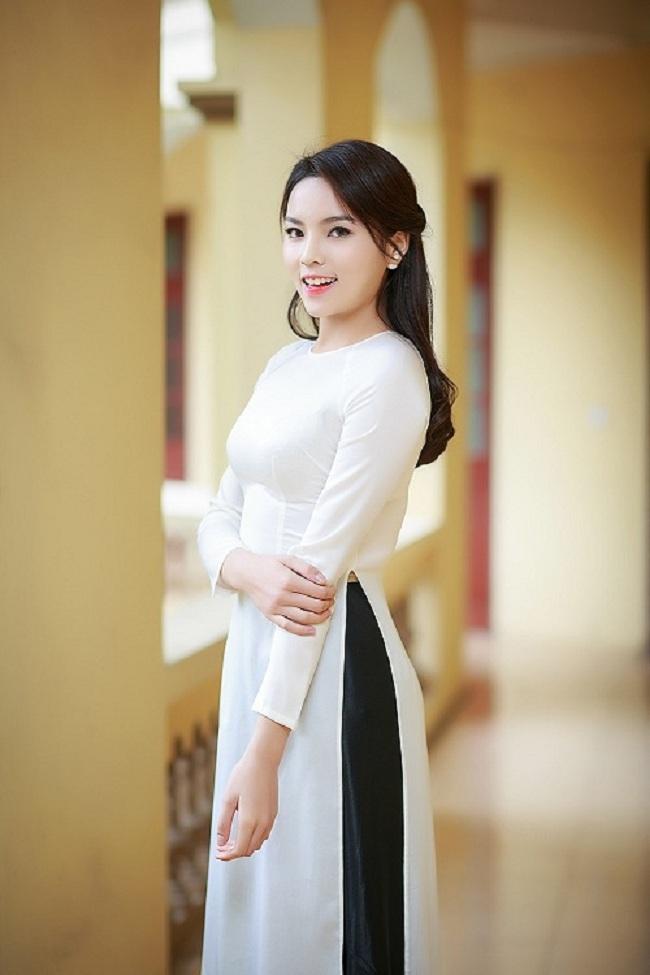Ngẩn ngơ ngắm giai nhân Việt thả dáng với tà áo trắng - hình ảnh 4