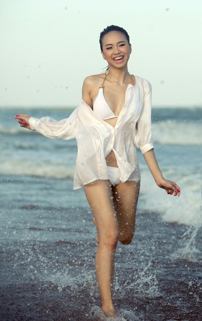 Mỹ nhân Việt nóng bỏng cực độ vì mặc sơ mi trắng ướt sũng đi bơi - hình ảnh 6