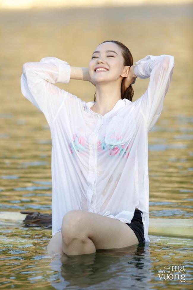 Mỹ nhân Việt nóng bỏng cực độ vì mặc sơ mi trắng ướt sũng đi bơi - hình ảnh 7