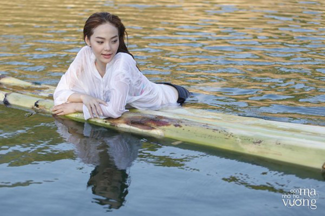 Mỹ nhân Việt nóng bỏng cực độ vì mặc sơ mi trắng ướt sũng đi bơi - hình ảnh 8