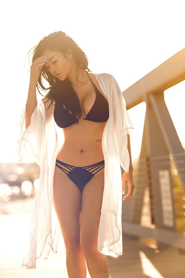 Mỹ nhân Việt nóng bỏng cực độ vì mặc sơ mi trắng ướt sũng đi bơi - hình ảnh 17