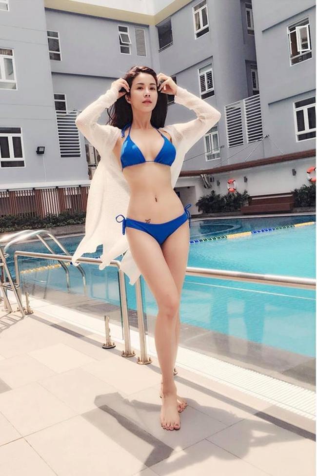 Mỹ nhân Việt nóng bỏng cực độ vì mặc sơ mi trắng ướt sũng đi bơi - hình ảnh 20