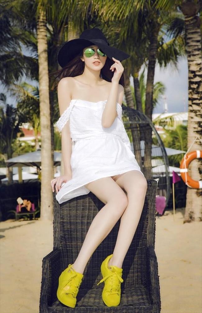 Mỹ nhân Việt nóng bỏng cực độ vì mặc sơ mi trắng ướt sũng đi bơi - hình ảnh 21