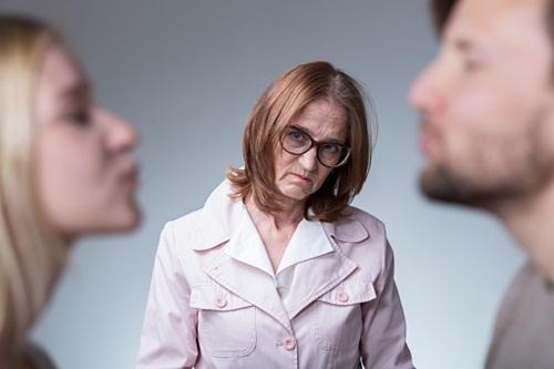 """Đau đớn khi mẹ bắt tôi ly hôn vì lý do """"trời đánh"""" - hình ảnh 1"""